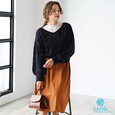earth music 毛絨針織上衣+蕾絲高領拼接上衣+素面長裙
