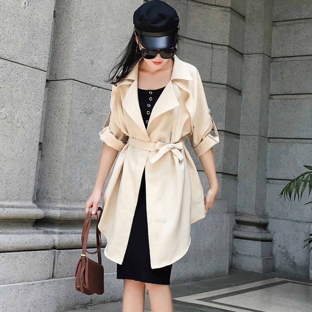 La Belleza時尚大翻領素面袖提釦背交叉拼接附綁帶長版無釦風衣外套
