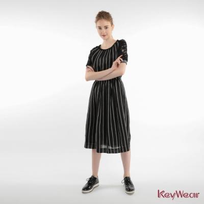 KeyWear奇威名品    直條紋拼接羅紋短袖洋裝-黑色