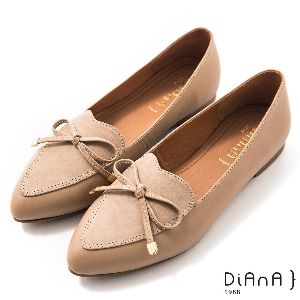 DIANA 1.5 cm質感牛皮心形鞋口蝴蝶結低跟樂福鞋–漫步雲端焦糖美人–米