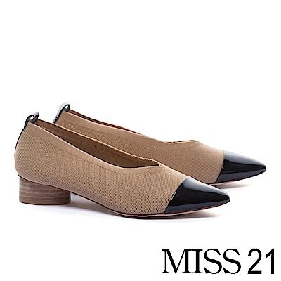 低跟鞋 MISS 21 簡約復古優雅漆皮拼接飛織尖頭木紋造型低跟鞋-米