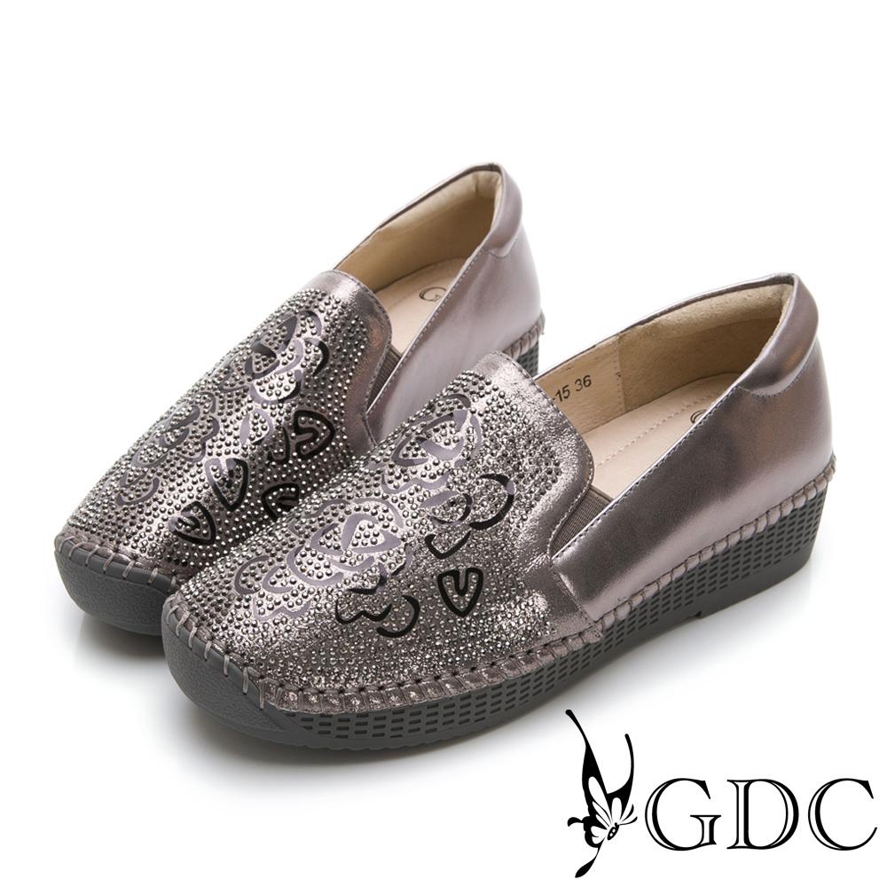 GDC-真皮水鑽玫瑰簍空舒適休閒鞋-灰色