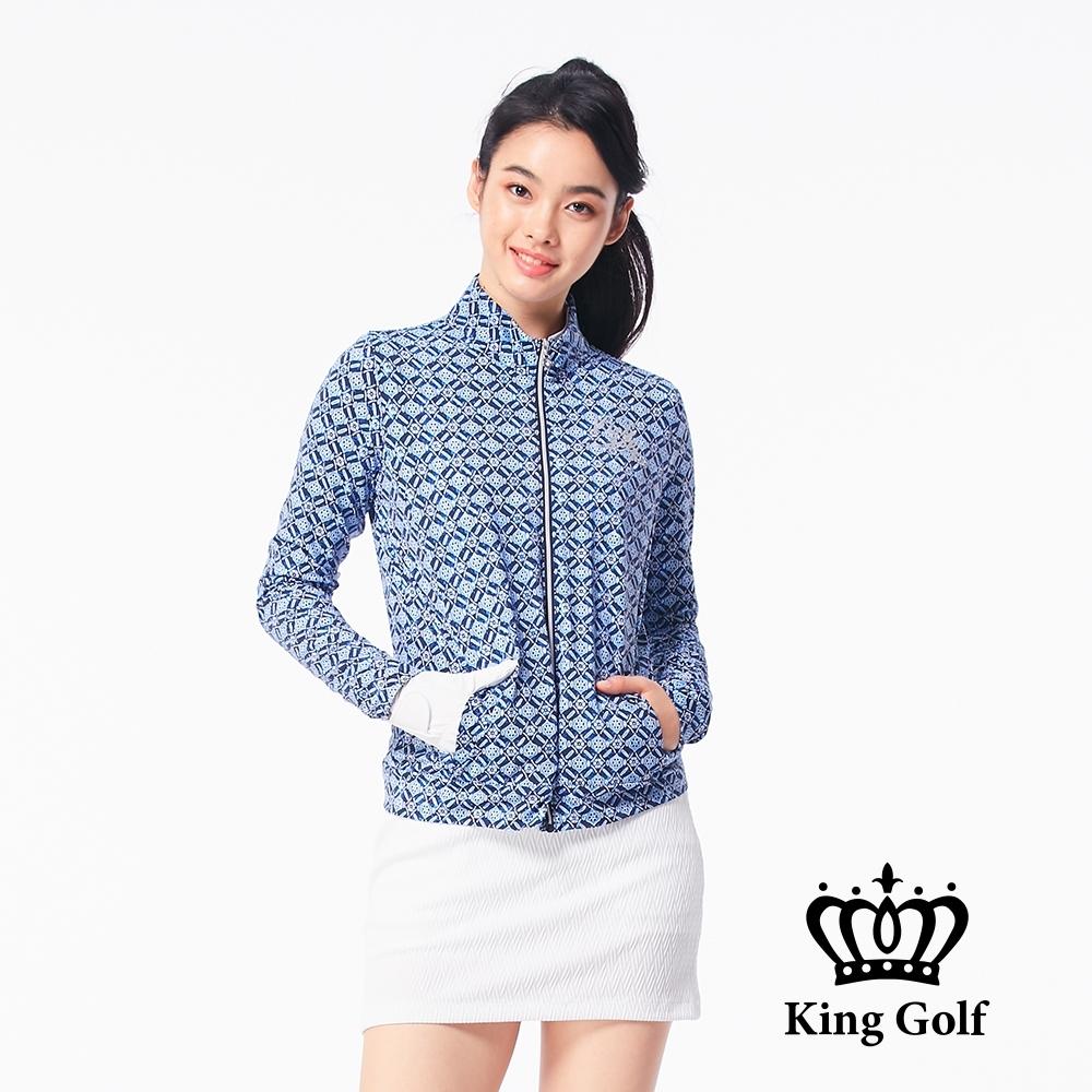【KING GOLF】幾何菱格紋印花貼鑽長袖立領夾克外套-藍色