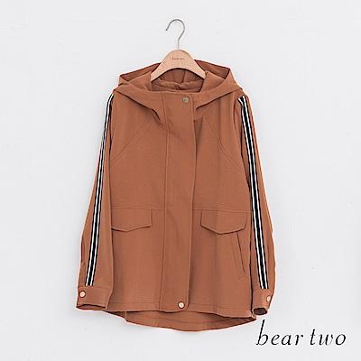 beartwo 帥氣立領運動壓條短版連帽外套(二色)