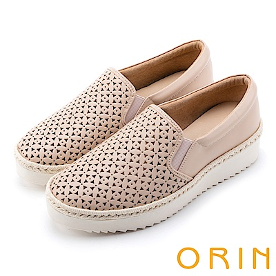 ORIN 引出度假氣氛 牛皮打洞花紋簍空平底便鞋-米色