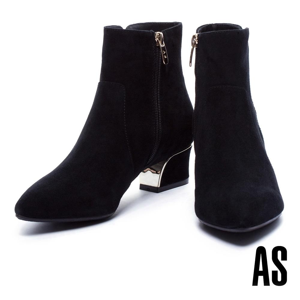 短靴 AS 低調簡約金屬飾片點綴流線粗低跟羊麂皮短靴-黑