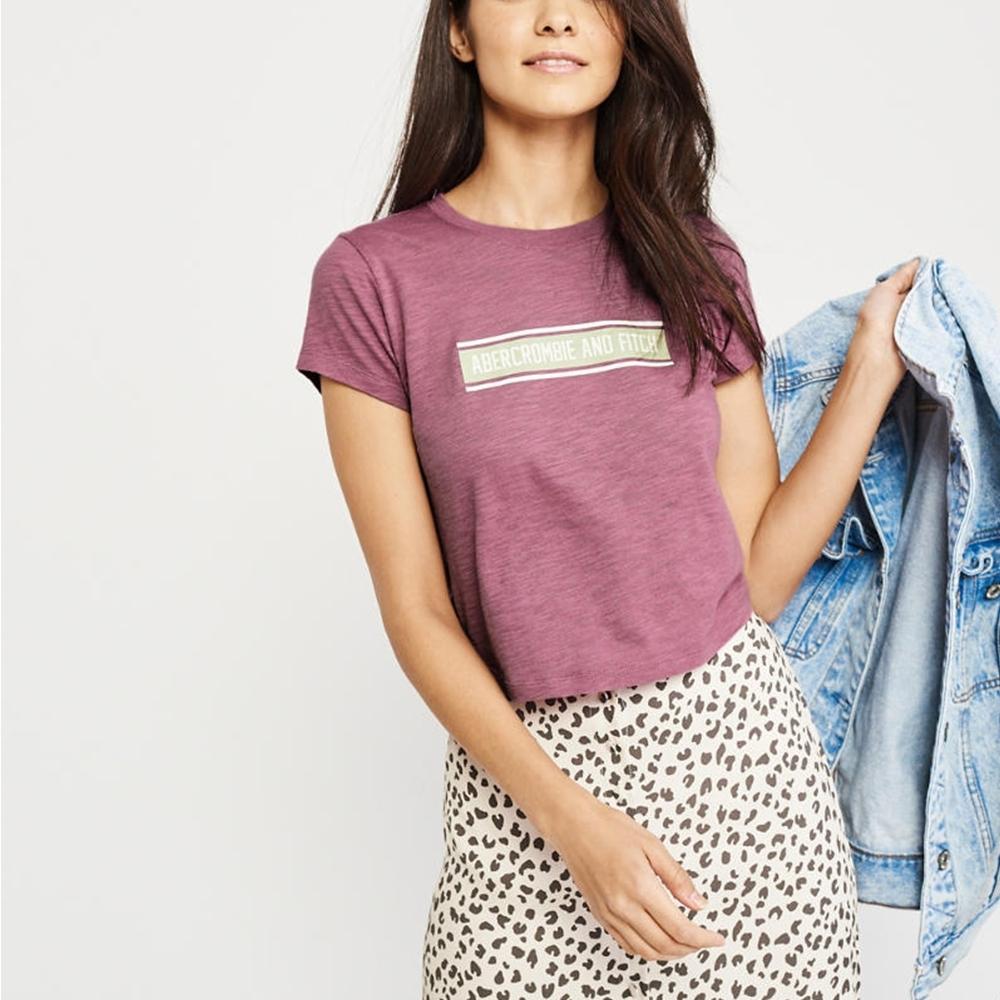 麋鹿 AF A&F 經典文字印刷短袖T恤(女)-麻花桃紅色