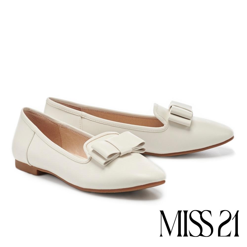 平底鞋 MISS 21 時髦優雅蝴蝶結特殊 LOGO 壓紋樂福平底鞋-白