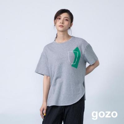 gozo 造型膠印假口袋圓弧下擺上衣(二色)