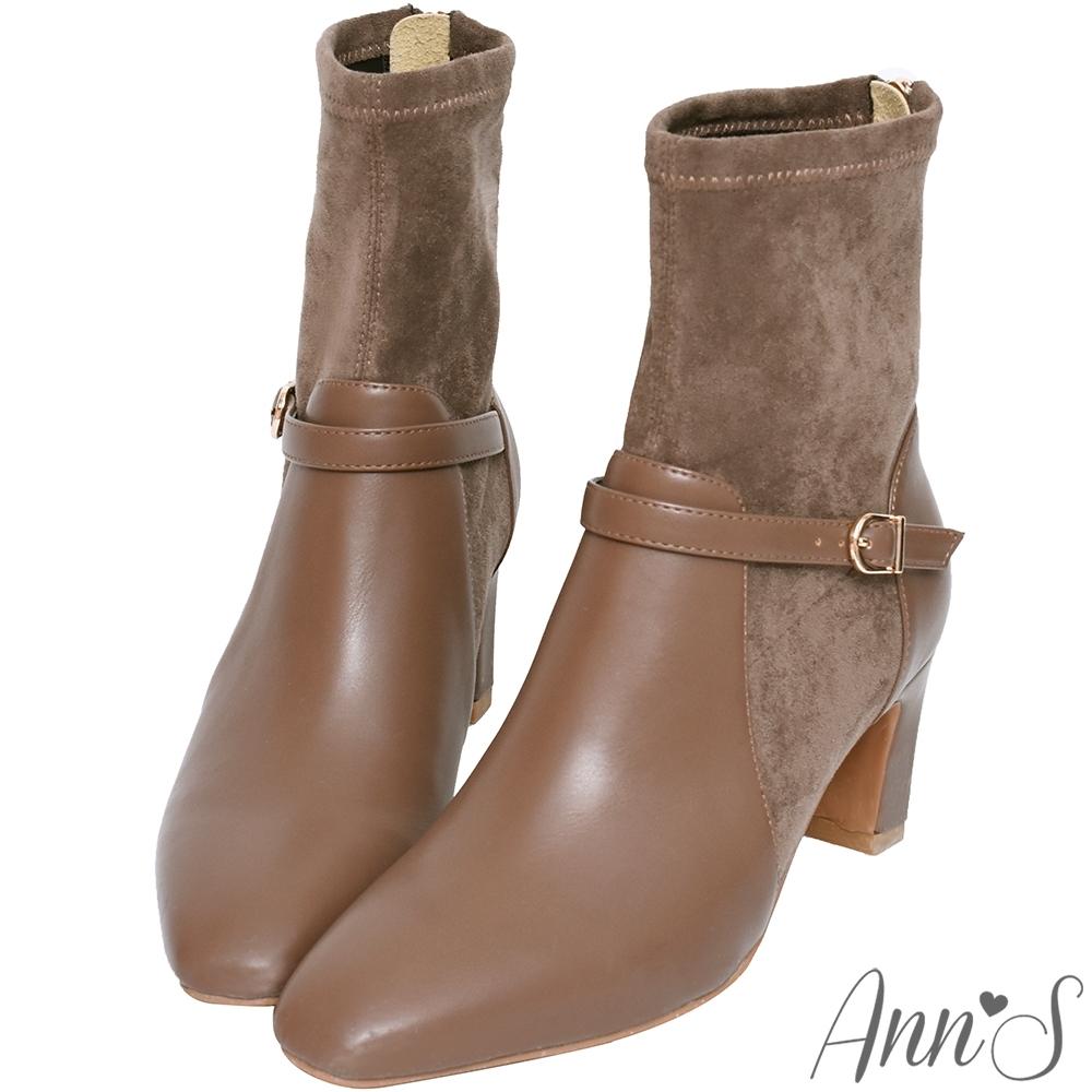 Ann'S型塑都市氣質-異材質拼接細扣帶扁跟貼腿襪套短靴-可可