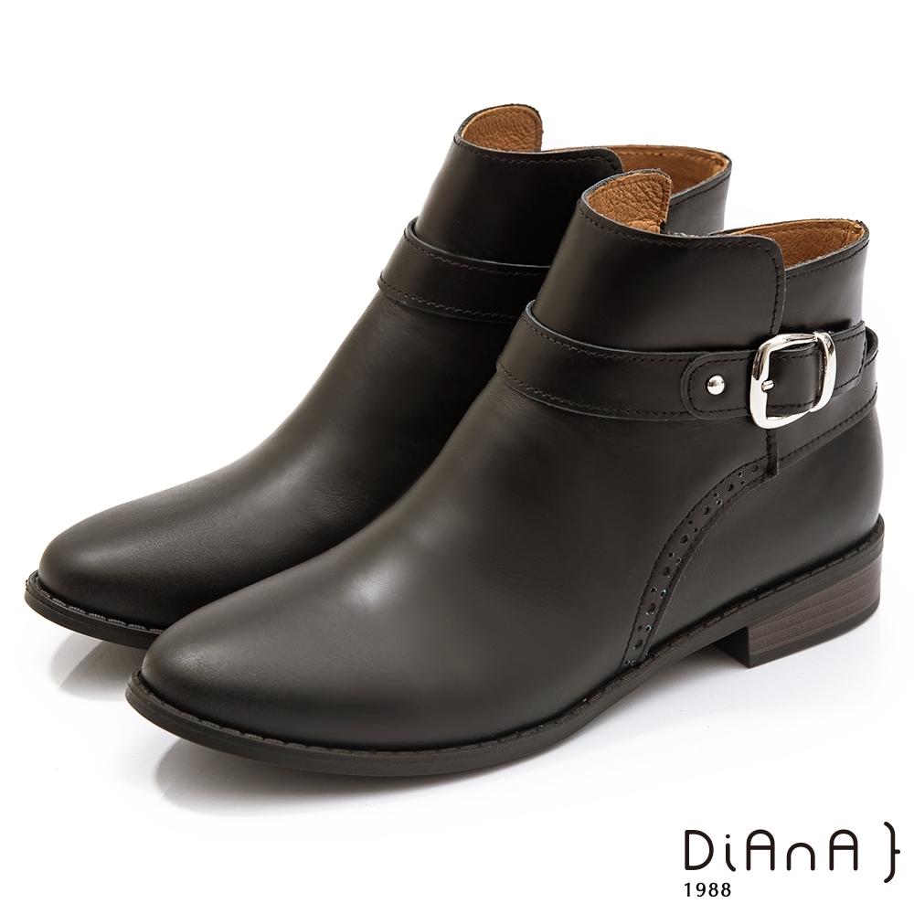 DIANA 3公分雕花牛皮皮帶金屬鉚釘釦飾尖頭短靴-細緻品味 –黑
