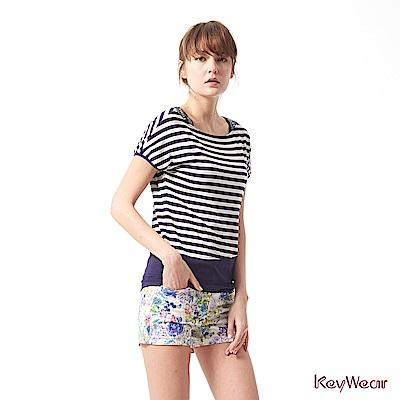 KeyWear奇威名品    特殊涼感材質精緻手工縫珠條紋垂袖上衣-深藍色