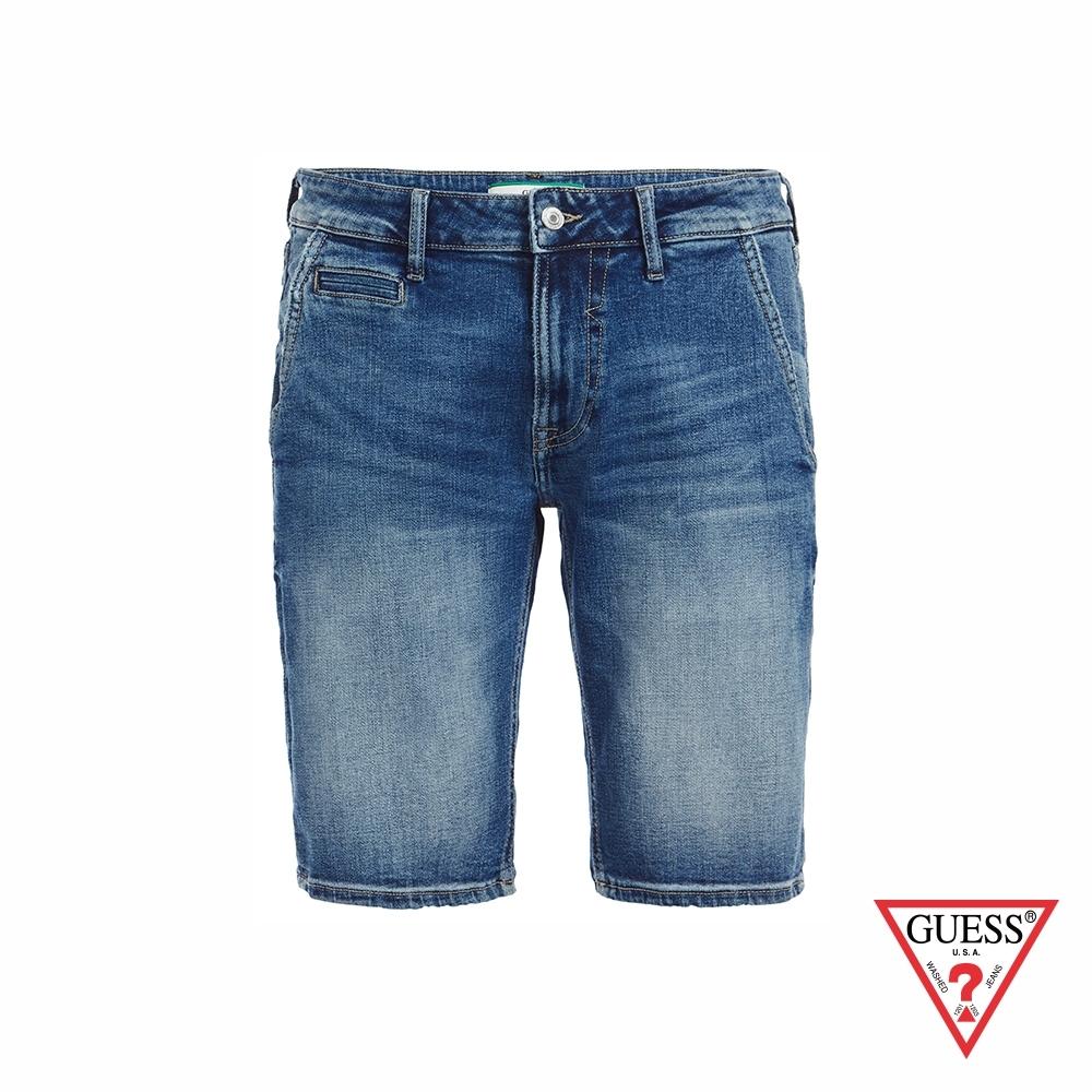 GUESS-男裝-經典水洗刷色五分牛仔短褲-藍 原價2490