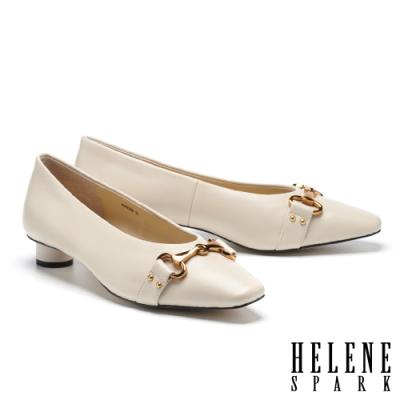低跟鞋 HELENE SPARK 內斂時尚馬銜釦小方楦低跟鞋-米