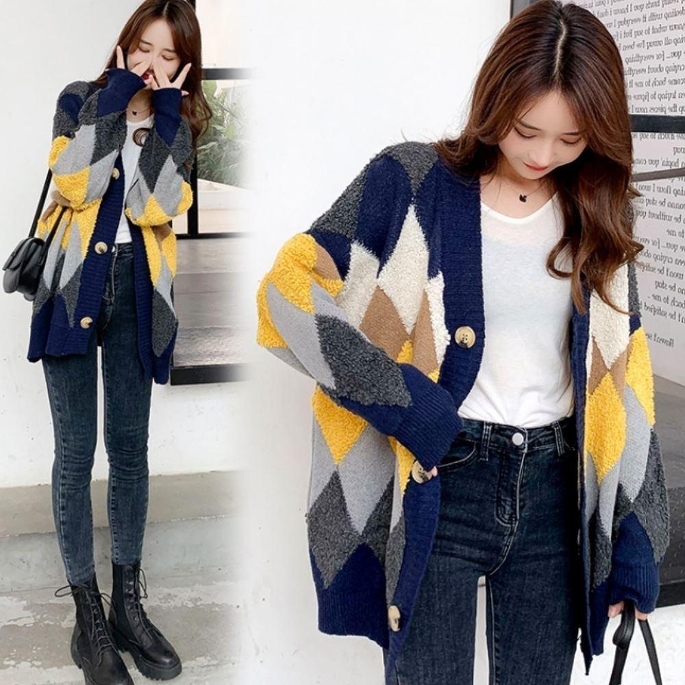 La BellezaV領彩色菱格立體羊羔毛拼接粗針織毛衣開釦長版外套