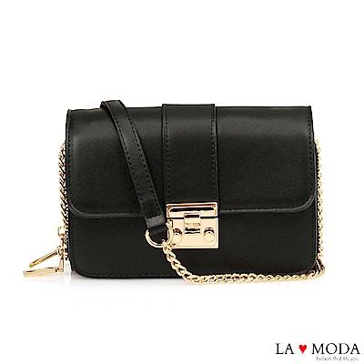 La Moda 輕鬆出遊大容量多夾層鏈帶小方包(黑)