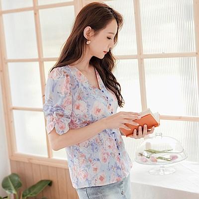 復古滿版花卉印花排釦抽皺短袖上衣-OB大尺碼