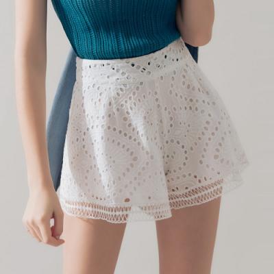 AIR SPACE 燒花蕾絲造型短褲(白)