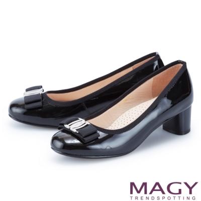MAGY 經典LOGO飾釦蝴蝶結真皮 女 中跟鞋 黑色