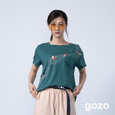 gozo 游泳人物廓形印花造型上衣(三色)