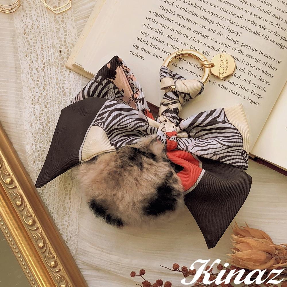 KINAZ 豹紋兔毛球印花絲巾吊飾-奶油杏仁-糖果童話系列