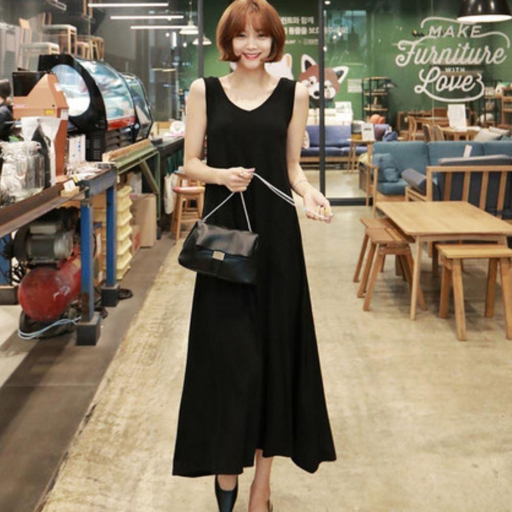 La Belleza雙V領坑條素色薄針織背心裙