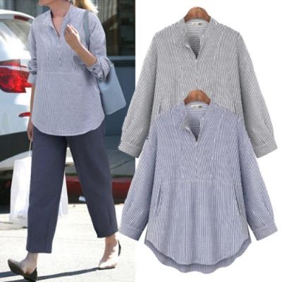 MOCO小立領單釦領寬鬆百搭條紋下擺寬鬆遮肚襯衫L~4XL