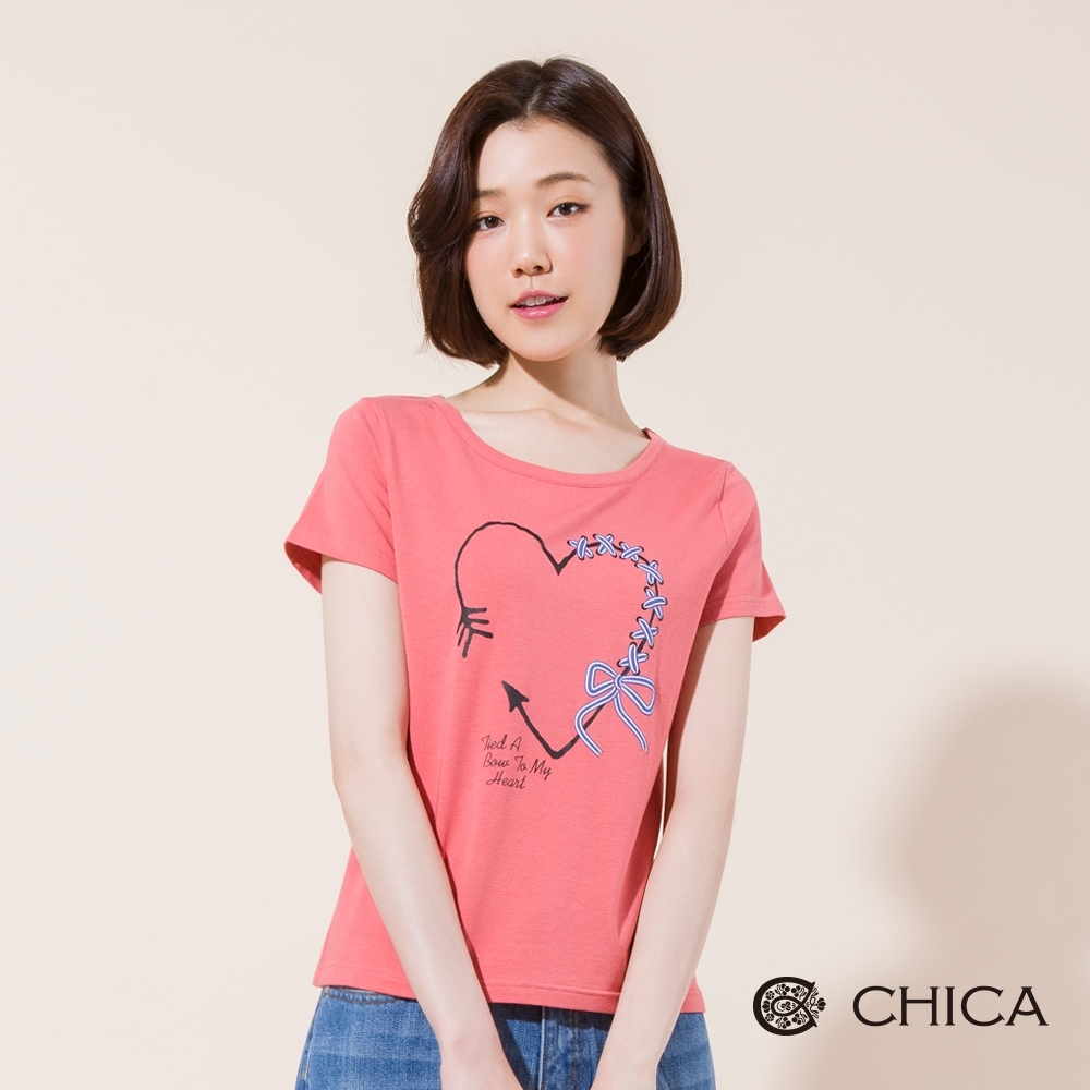 CHICA 手繪風愛心箭頭綁帶圖案短袖T恤(2色)