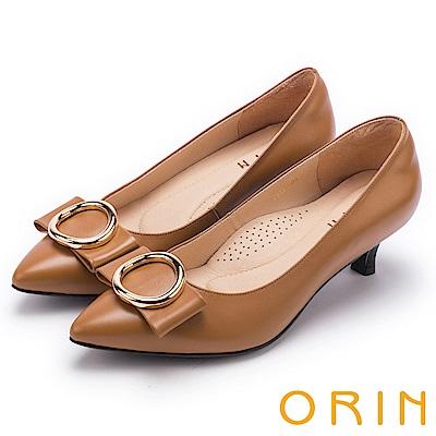ORIN 時尚魅力 圓型飾扣優雅中跟鞋-棕色