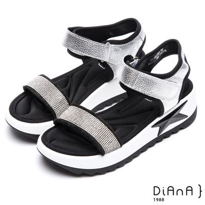 DIANA 摩登時尚—閃閃惹人愛繞帶排鑽涼鞋-銀