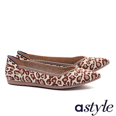 平底鞋 astyle 潮流野性系列 時髦迷人潮流豹紋尖頭飛織平底鞋-米