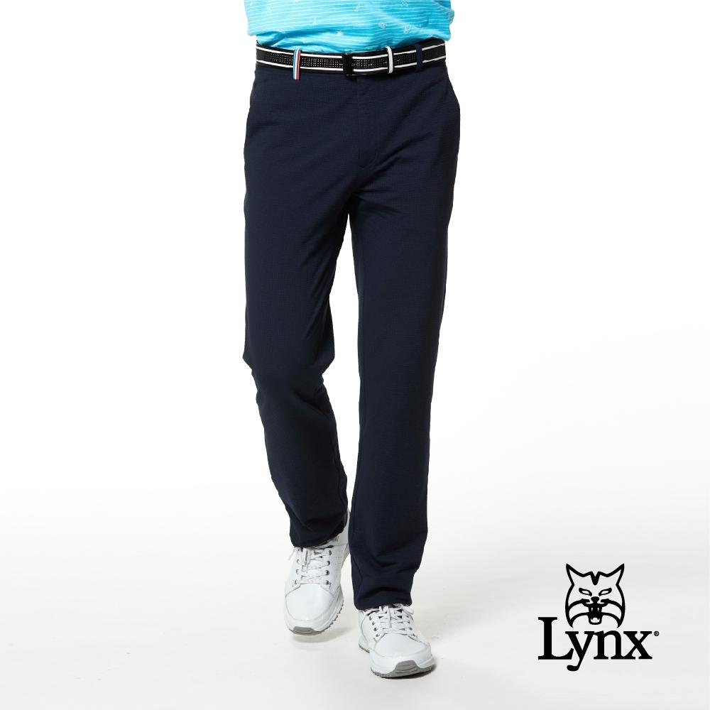 【Lynx Golf】男款日本進口布料混紡織帶褲耳設計平口休閒長褲-深藍色