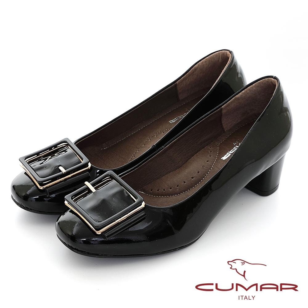 【CUMAR】復古小方頭皮帶釦裝飾粗跟高跟鞋-黑