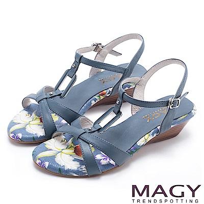 MAGY 夏日甜心 皮帶交錯造型方扣真皮楔型涼鞋-藍色
