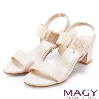MAGY 夏日時尚舒適 鬆緊帶真皮粗跟涼鞋-粉裸
