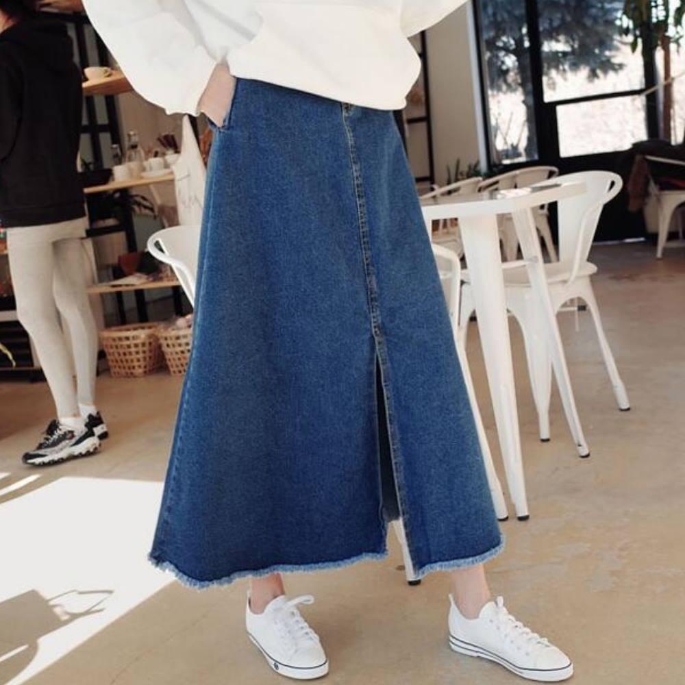 La Belleza單釦後鬆緊腰裙擺鬚鬚中間大開叉牛仔裙