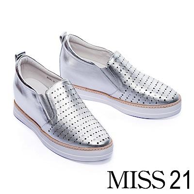 休閒鞋 MISS 21 閃耀水鑽激光沖孔全真皮內增高休閒鞋-銀