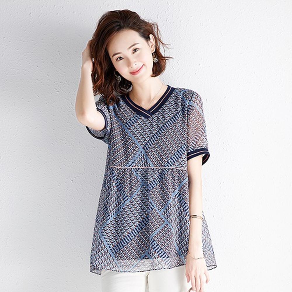 初色  寬鬆V領短袖印花T恤-深灰色-(M-2XL可選)