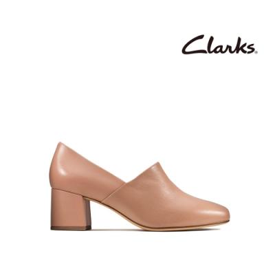 Clarks 純甄品味 柔軟真皮細腰梯形跟女鞋 淡粉色