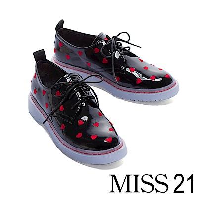 厚底鞋 MISS 21 怦然心動俏皮愛心電繡皺漆皮綁帶厚底鞋-黑