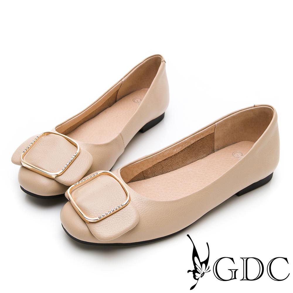 GDC-真皮素雅氣質水鑽方釦蝴蝶結上班包鞋-卡其色