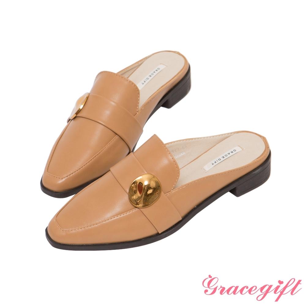 Grace gift-凹凸金屬片低跟穆勒鞋 駝