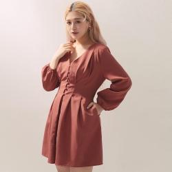 AIR SPACE LADY 中大尺碼 V領澎袖包釦短洋裝(磚紅)