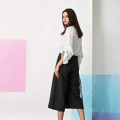 ICHE 衣哲 時尚羊毛側波浪設計拼接造型寬褲-炭灰