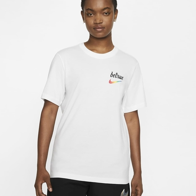 Nike Sportswear BeTrue 彩色LOGO 男短袖上衣-白-DJ0929100