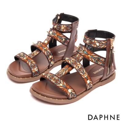 達芙妮DAPHNE 涼鞋-民俗圖騰鉚釘平底羅馬款涼鞋-深咖啡