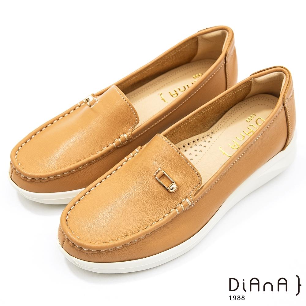 DIANA 4公分-質感牛皮簡約小方釦莫卡辛休閒鞋-漫步雲端焦糖美人-淺棕