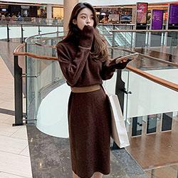 純色高領長款針織洋裝 (共兩色)-Kugi Girl