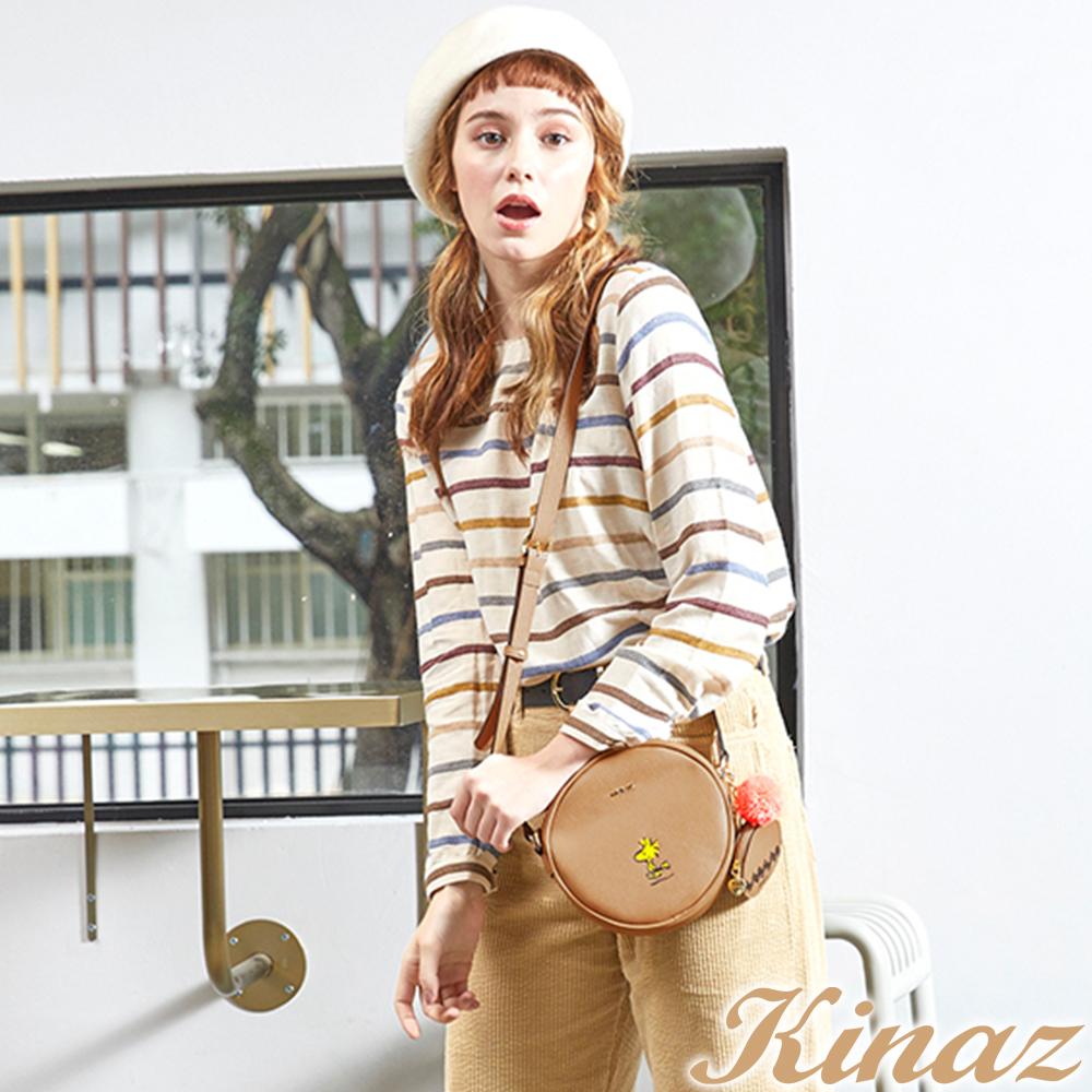 KINAZ x PEANUTS™ 雀躍腳步斜背包-焦糖咖啡-好日子系列-快