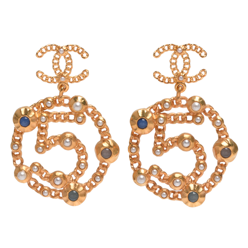 CHANEL 經典雙C LOGO NO.5墜飾造型穿式耳環(金)